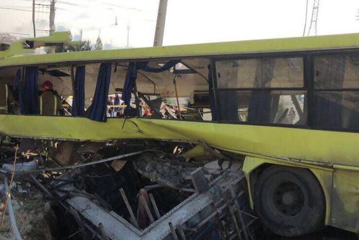 واژگونی اتوبوس در دانشگاه علوم و تحقیقات